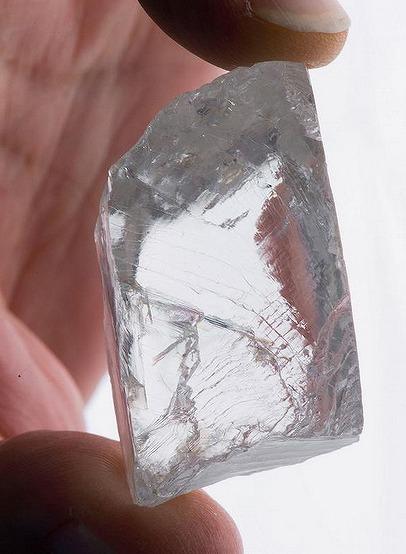 巨大ダイヤの原石発見!なんと232カラットそのお値段は・・・